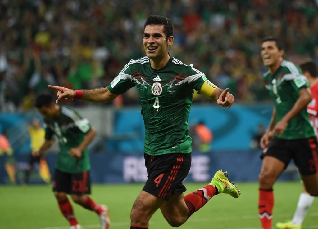 JUBLET FOR AVANSEMENT: Rafael Marquez headet Mexico i føringen med sitt 16. landslagsmål og bidro til å sende hjemlandet til åttedelsfinale mot Nederland.