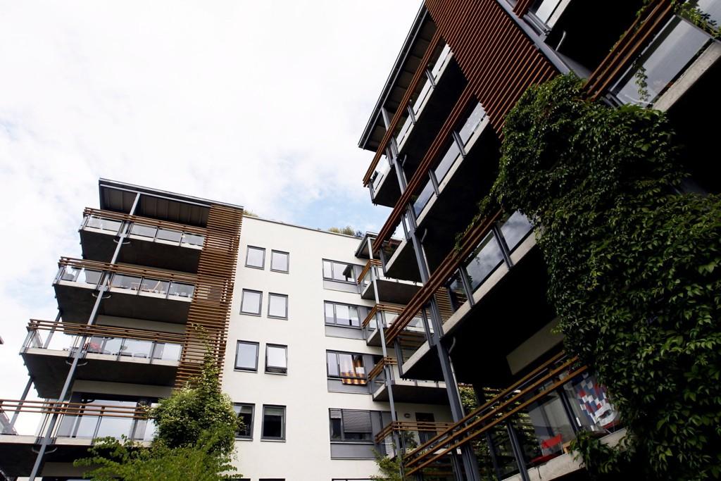 Nye boliger selger bedre enn på lenge på Østlandet. Også ellers i landet går salget godt, med unntak av i sør og enkelte steder i vest.Denne boligblokken ligger i Pilestredet Park i Oslo.
