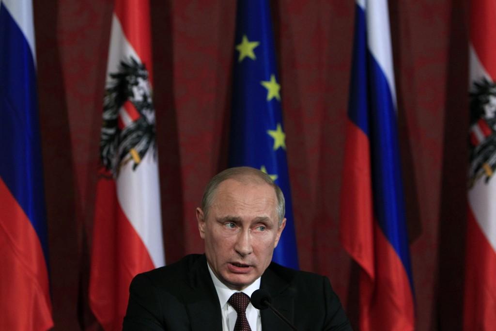 Russlands president Vladimir Putin ba tirsdag Føderasjonsrådet om å oppheve mandatet han har hatt til å sende russiske styrker inn i Ukraina. Onsdag ble vedtaket opphevet med et stort flertall.