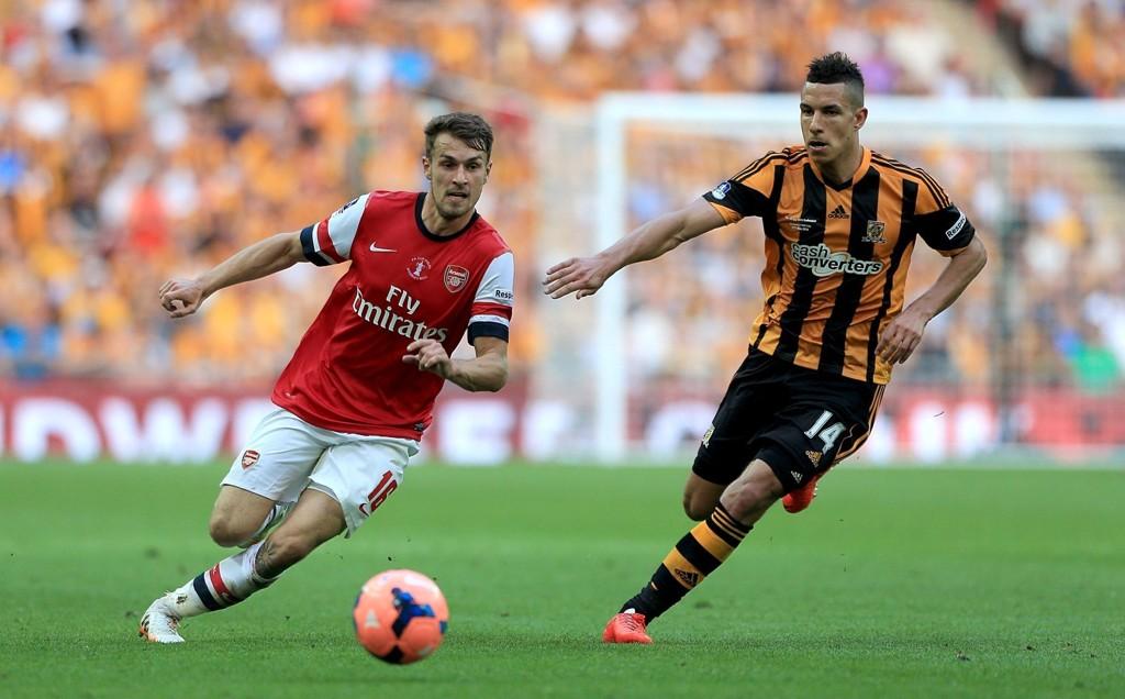 TIL HULL: Jake Livermore blir Hull-spiller på permanent basis. Her fra FA-cupfinalen mot Arsenal.