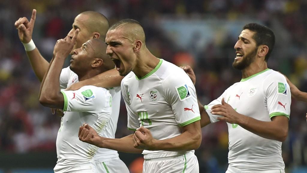 JUBLENDE GLADE: Algerie jubler for lagets fjerde mål mot Sør-Korea. Ingen afrikanske lag har scoret fire mål i en VM-kamp tidligere.