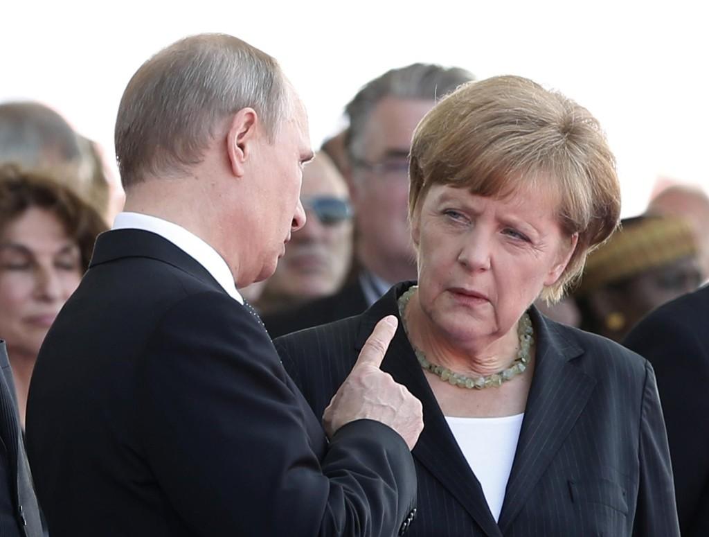 Den russiske presidenten Vladimir Putin og Tysklands kansler Angela Merkel diskuterte torsdag nødvendigheten av at våpenhvilen i Ukraina blir forlenget. De to møttes også under jubileumsmarkeringen for D-dagen i Normandie i Frankrike i begynnelsen av juni.