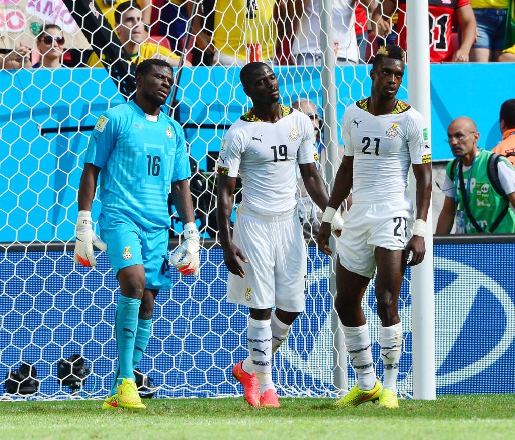 FÅR KJEFT: Ghanas fotballgutter får gjennomgå av supporterne.