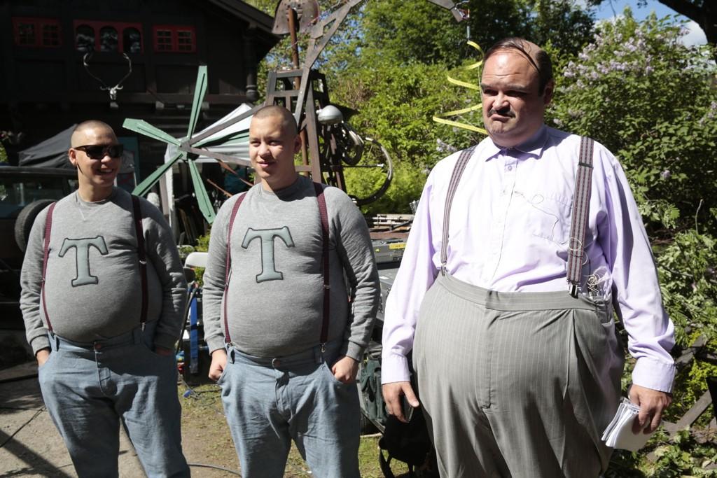 SEERMAGNET: Atle Antonsen som «Herr Thrane» i «Doktor Proktors Prompepulver». Her sammen med sønnene «Trym» og «Truls» som spilles av Arve og Even Guddingsmo Bjørn.
