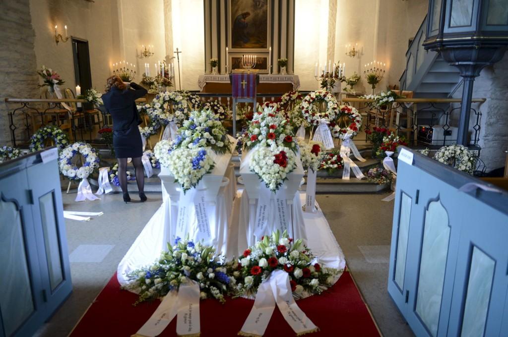 Astrid Ljones Fjærestad (47) og Åslaug Ljones Løklingholm (45) begraves fra Arna kirke i dag