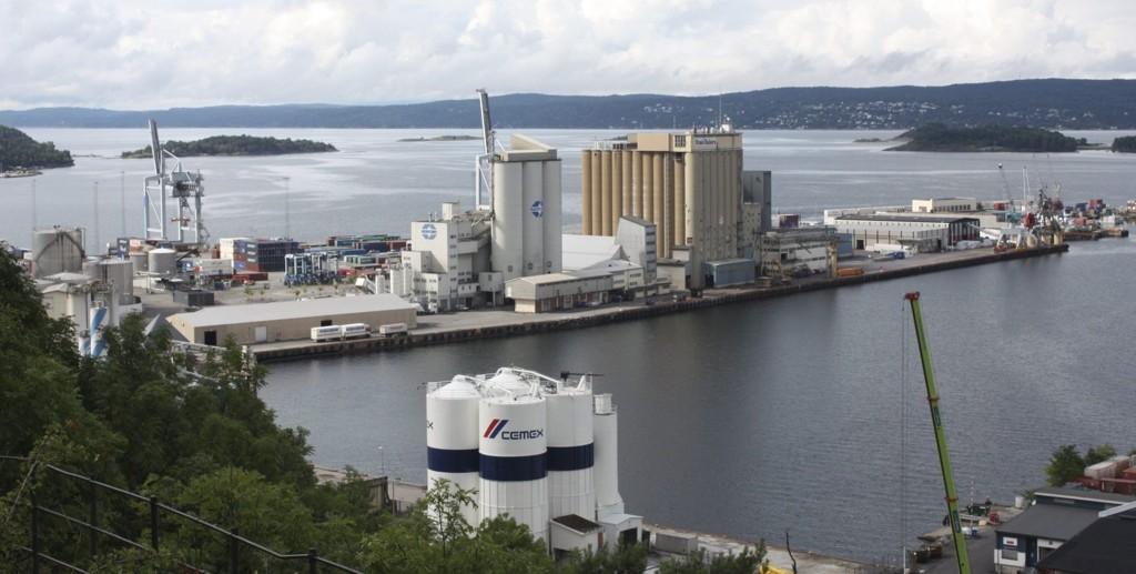 INTERNASJONAL HAVN: Sjursøya er landets største containerterminal. Nå har Oslo Havn inngått avtale med et tyrkisk firma som skal bli terminalopretatør.Foto: Arne Vidar Jenssen