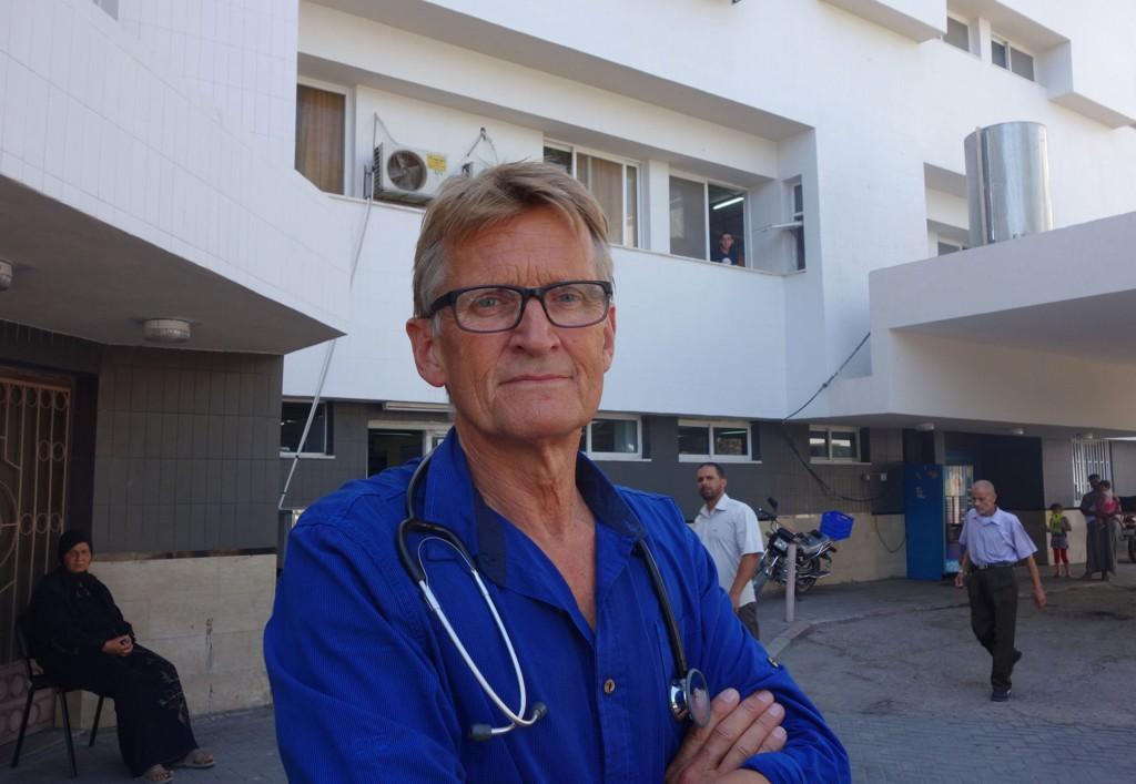 Den norske legen Mads Gilbert er i Gaza by for å hjelpe til på Shifa-sykehuset. Helsedirektoratet mener bruk av norsk helsepersonell kan være et av alternativene for å hjelpe sårede palestinere.