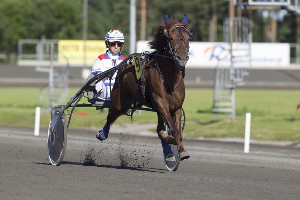 Winner Va Bene og Lars Anvar Kolle er dagens jackpotbanker i fra Sørlandet. foto_Roger Svalsr¿d_hesteguiden.com