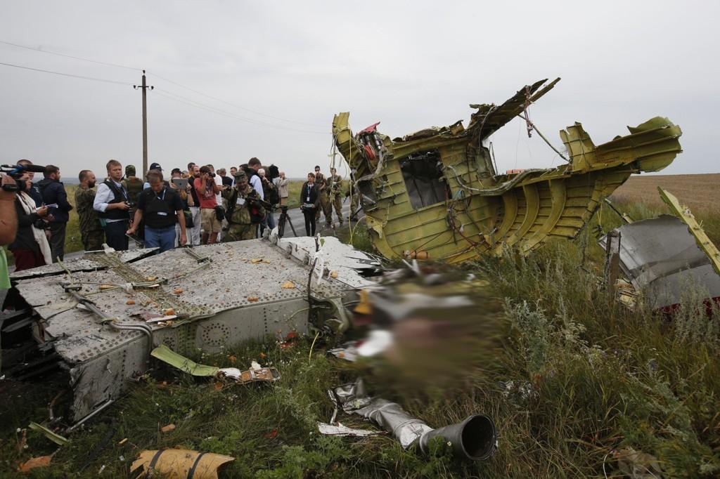 Flyet med 298 passasjerer krasjet ved Grabovo in Donetsk-regionen. Eksperter tror ulykken kan bli et vendepunkt i konflikten mellom Russland og Ukraina.