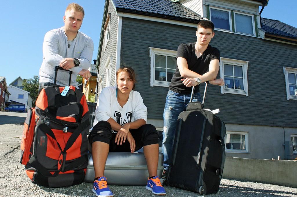 Ørjan Olsen (24), Marita Isaksen (27) og Lasse Jørgensen (23) måtte bare snu på flyplassen i Tromsø. På grunn av tåke ble flyet så forsinket at de ikke rakk videre fly fra Oslo til USA.