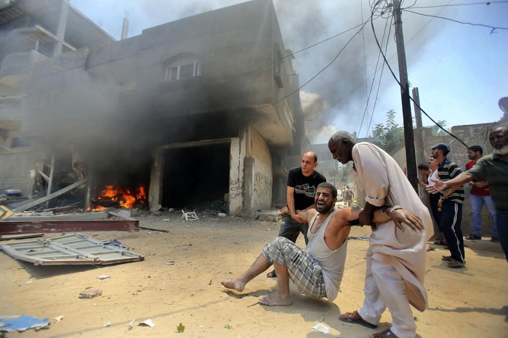 Israels angrep mot Shejaia-nabolaget i Gaza by søndag beskrives som det blodigste siden Israels militæroffensiv mot Gazastripen startet 8. juli.