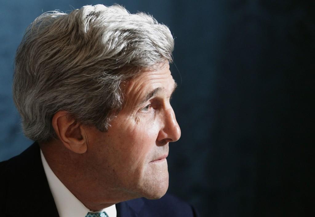 USAs utenriksminister John Kerry mener prorussiske separatister etter alt å dømme sto bak nedskytingen av et Malaysia Airlines-fly over Ukraina. Alle de 298 menneskene som var om bord i flyet, omkom.
