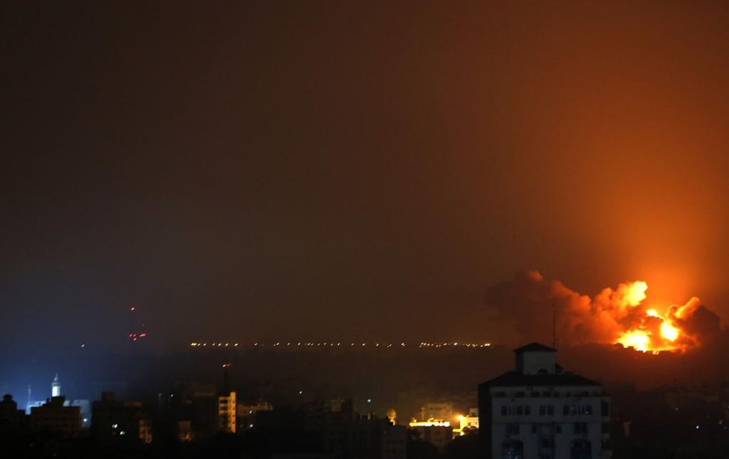 Flammene sprer seg over Gaza, tirsdag 22. juli.