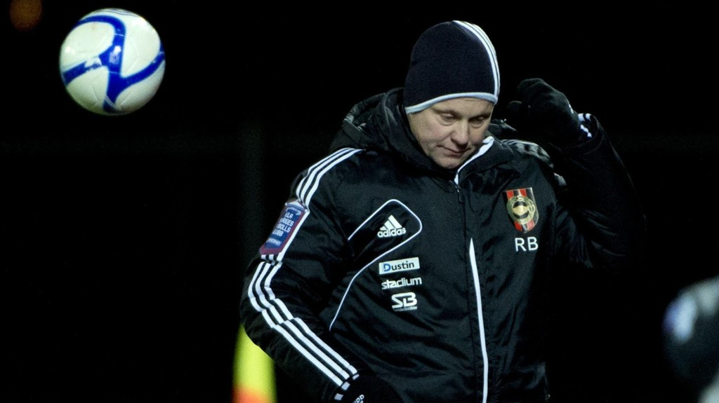 Öster-trener Robert Björknesjö har virkelig hodebry om dagen.
