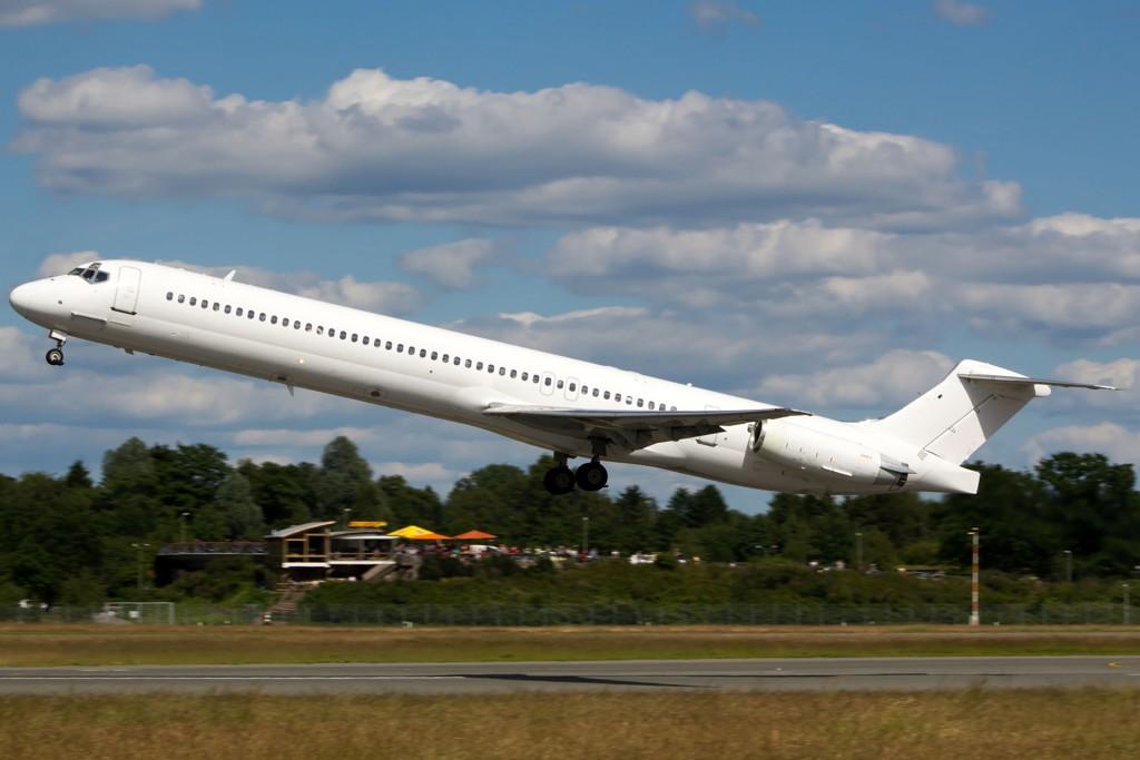 Dette flyet, her fotografert i juni, krasjet med 110 passasjerer om bord.