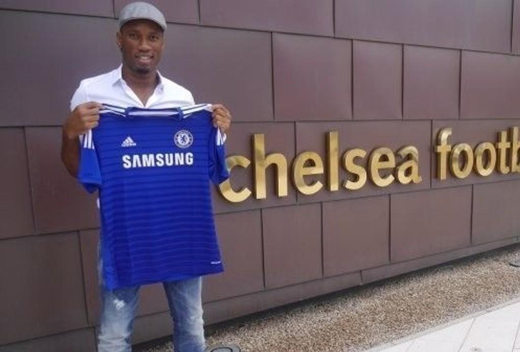 RETURNERER: Didier Drogba har signert en ettårskontrakt med Chelsea.