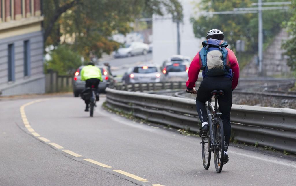 Syklistene slipper unna med å ikke følge reglene, da Politiet ikke får satt inn de tiltakene som trengs.