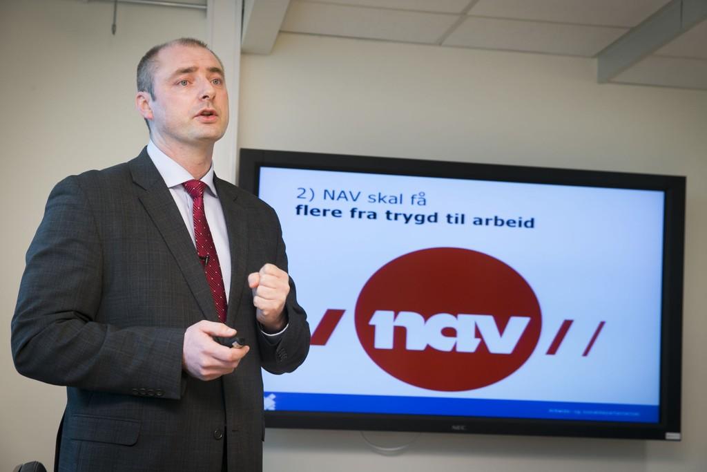 IKKE FORNØYD: Arbeids- og sosialminister Robert Eriksson er ikke fornøyd med at så mange får medhold i trygderetten.