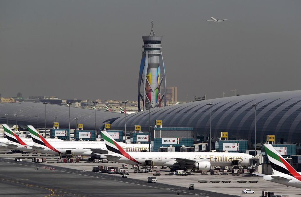 Flyselskapet Emirates er det første blant de store internasjonale flyselskapene som innfører flyforbud på grunn av ebolafrykt.