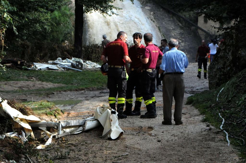Fire personer er funnet døde etter flommen, noen av dem så langt som én kilometer unna festivalområdet, opplyser redningsmannskaper.