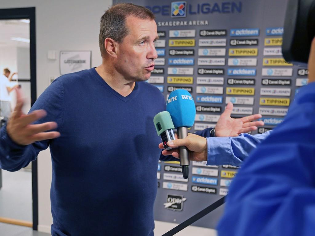 TØFF JOBB: Sandnes Ulf-trener Tom Nordlie forteller at de trenger 22 poeng for å overleve i Tippeligaen.