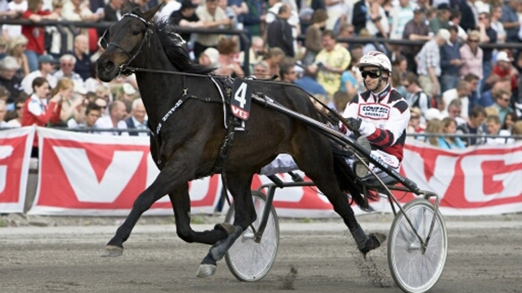 Hjemmetrener Fredrik Persson har flere solide vinnersjanser under torsdagens V4-omgang i Kalmar.
