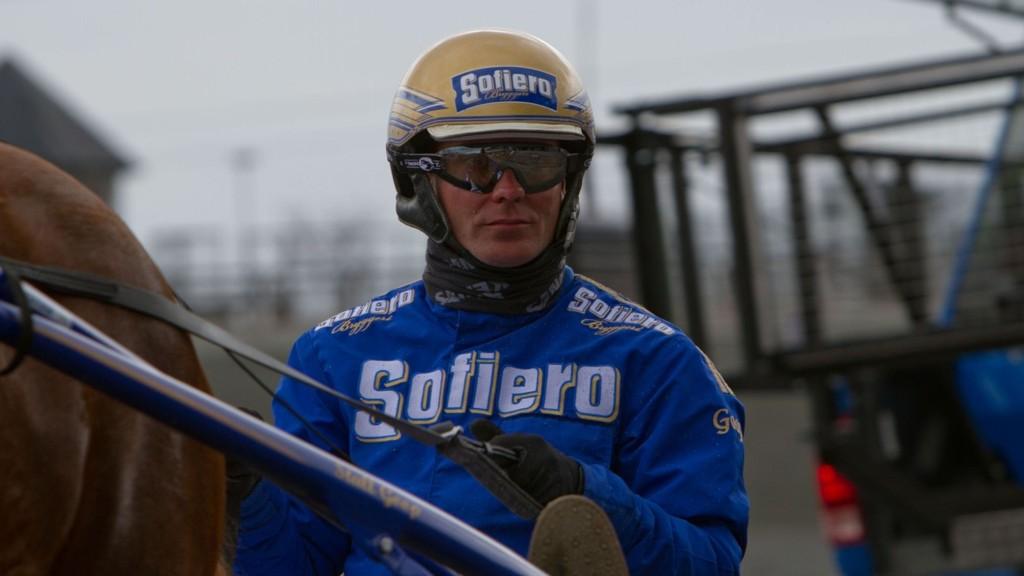 Bjrøn Goop er hardt betrodd i samtlige seks V64-løp på Färjestad mandag.