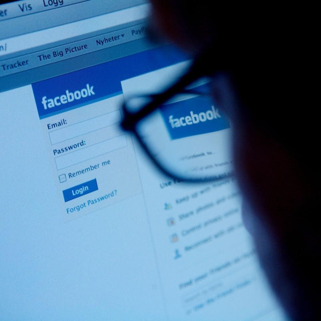 MÅ I RETTEN: I følge tiltalen skal 50-åringen ha bedt 12-åringen om å sende nakenbilder på Facebook. Torsdag må mannen møte i Oslo tingrett.