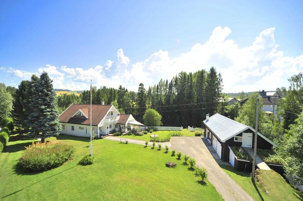 HERSKAPLIG: På denne eiendommen vil Gjestvang og Holten arrangere en familiedag med konsert og grilling.