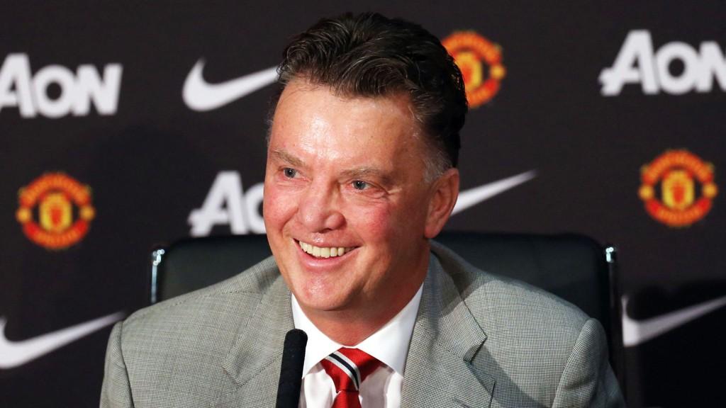Louis van Gaal leder Manchester United på Old Trafford for første gang i kveld.