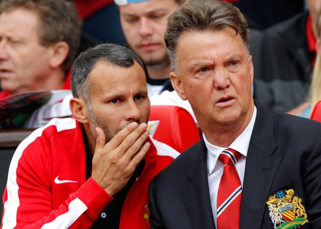 TRENGER FOLK: Manchester United-manager Louis van Gaal og hans assistent Ryan Giggs.