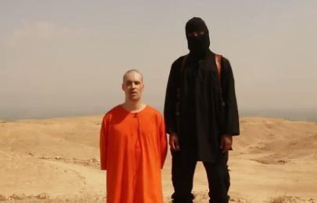 Tirsdag 19. august offentliggjorde den islamistiske ekstremistgruppen IS i Irak en video som viser at James Foley blir halshogd. Amerikanske myndigheter har konkludert med at videoen er ekte. Videoen viser også en annen amerikansk journalist, Steven Sotloff, i live. Det ble sagt at også han vil bli drept om ikke USA stanser flyangrepene mot IS i Irak.