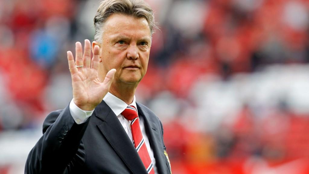 Manchester United-manager Louis van Gaal mener han i pressen har gått fra å være konge til å være djevel etter tapet for Swansea i serieåpningen.