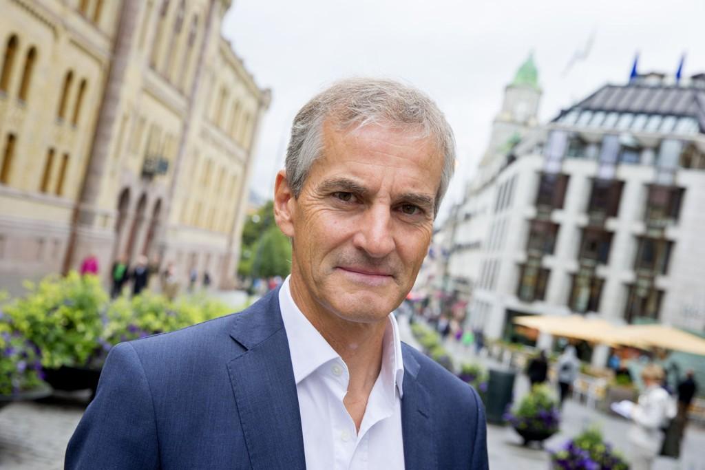 Ap-leder Jonas Gahr Støre er tent på lede sosialdemokratiet videre. Tirsdag kommer ny bok.