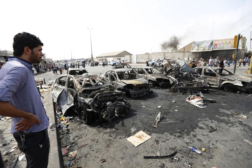 Bilbomben rammet en rekke biler idet den eksploderte øst i Bagdad midt i morgenrushet tirsdag.