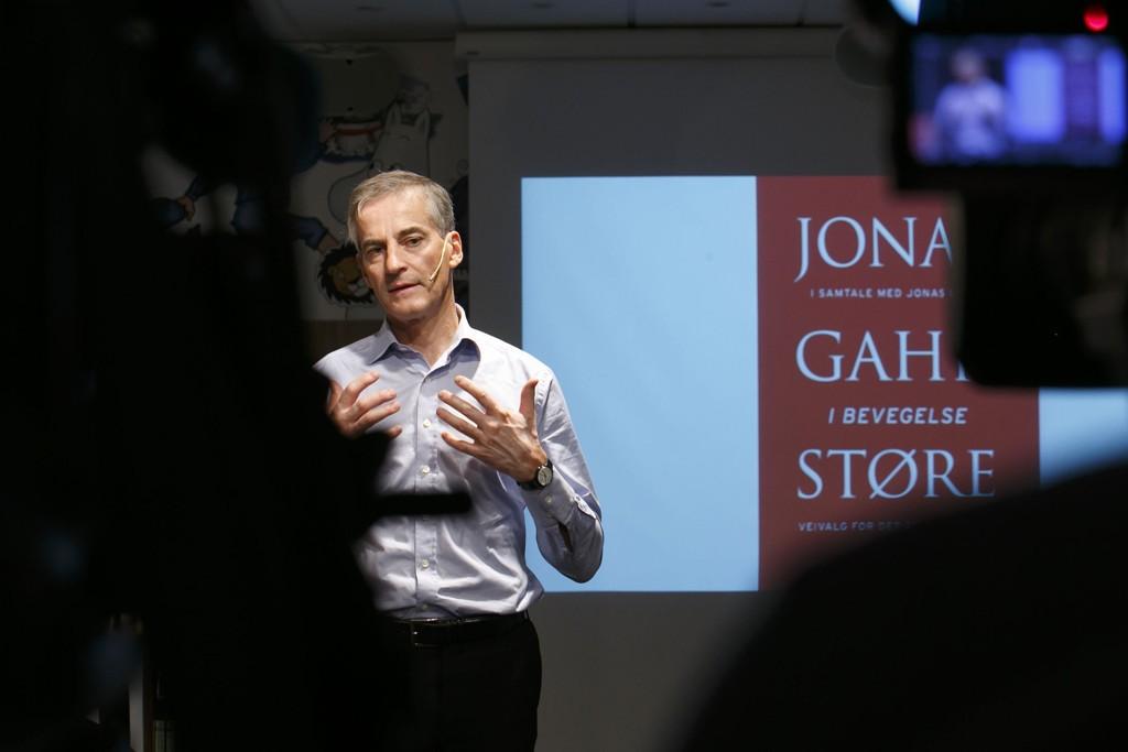 Jonas Gahr Støre (Ap) presenterer boken han har skrevet sammen med Jonas Bals i Oslo tirsdag.