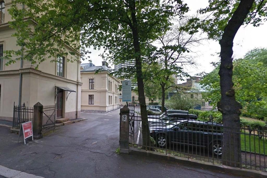 ÅSTEDET: Her, på en litt avsidesliggende plass ved Kristian IVs gate i Oslo ble kvinnen overtalt til å onanere en 26 år gammel mann som nå er tiltalt for voldtekt.