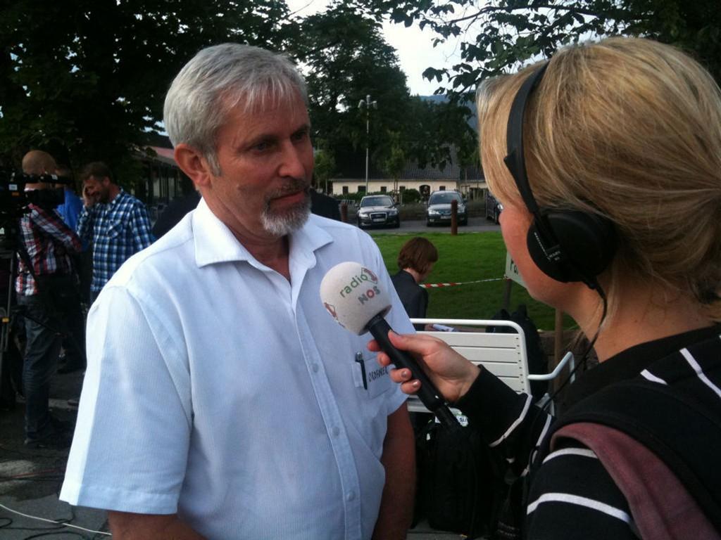 TUNGE OPPGAVER: Holes ordfører, Per Berger, intervjues på Sundvollen 23. juli 2011. I tillegg til krisehåndteringen i tida like etter 22. juli, har ordføreren frontet ulike Utøya-prosesser i årene etter.
