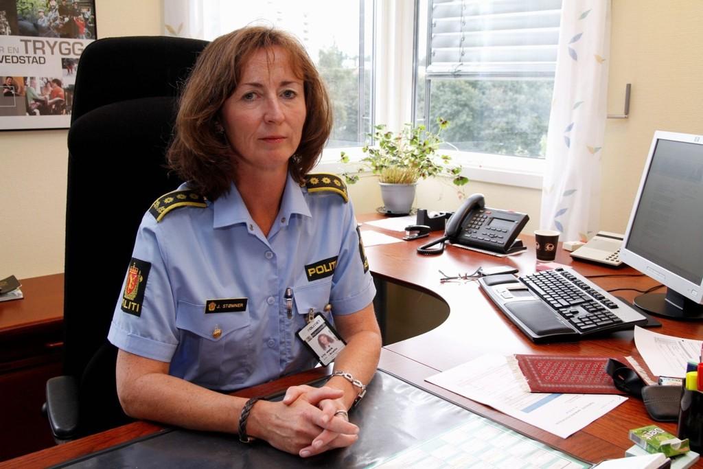 Janne Stømner forteller at to unge kjenninger av politiet ble tatt for ran av en ung kvinne.