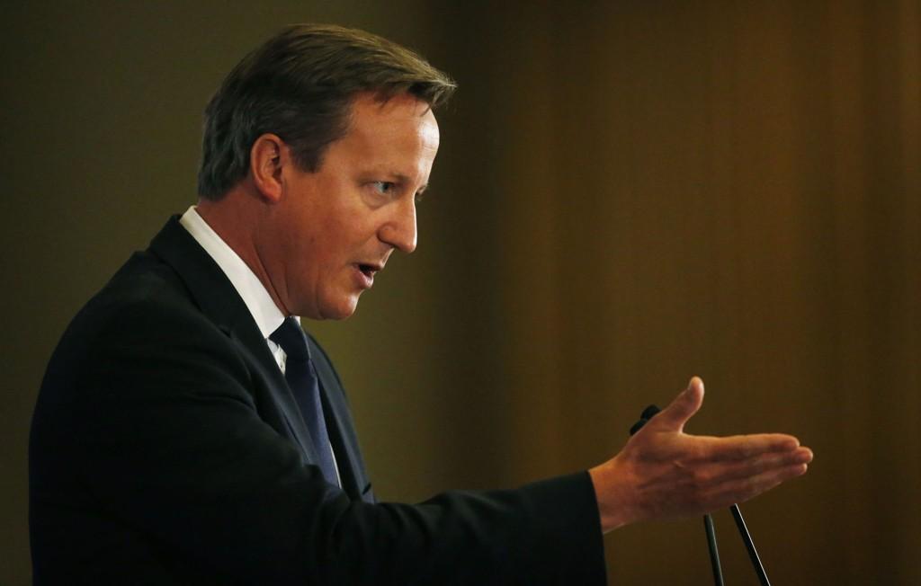 HEVER: Storbritannia, her representert ved statsminister David Cameron, har hevet terrorberedskapen.