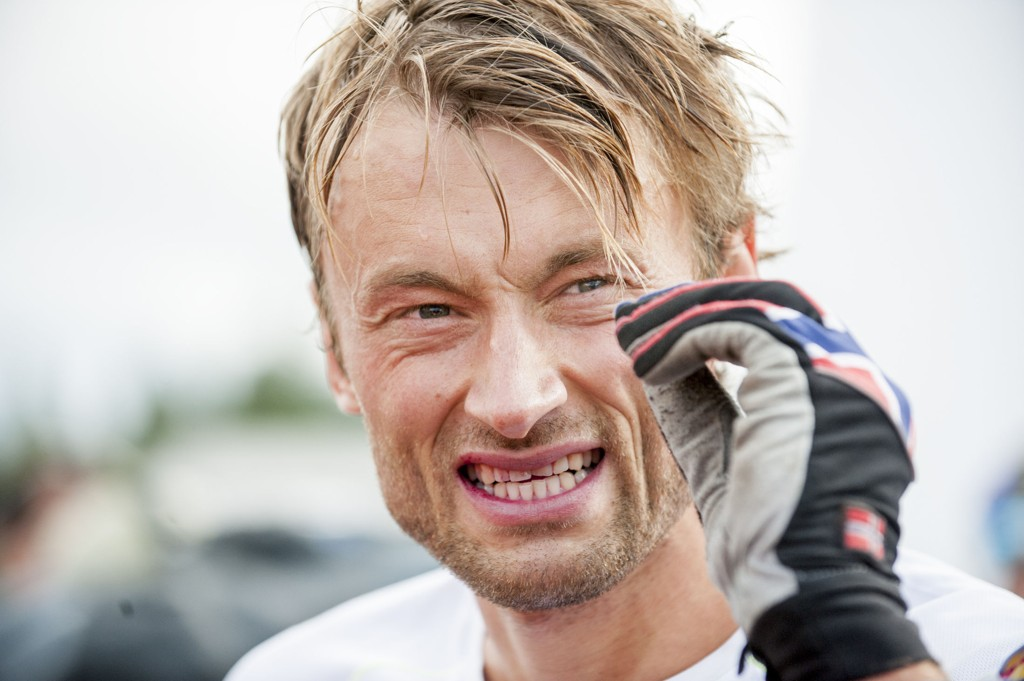 KJØLER SEG NED: Petter Northug tar Ice Bucket Challenge.