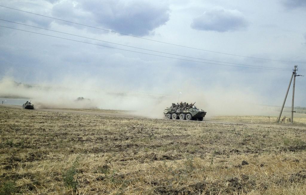 Både Ukraina, USA, NATO og en ukrainsk opprørsleder har fastslått at russiske soldater deltar i kampene øst i Ukraina. Anklagene avvises av regjeringen i Russland. Her fra Rostov-regionen tidligere i uka.