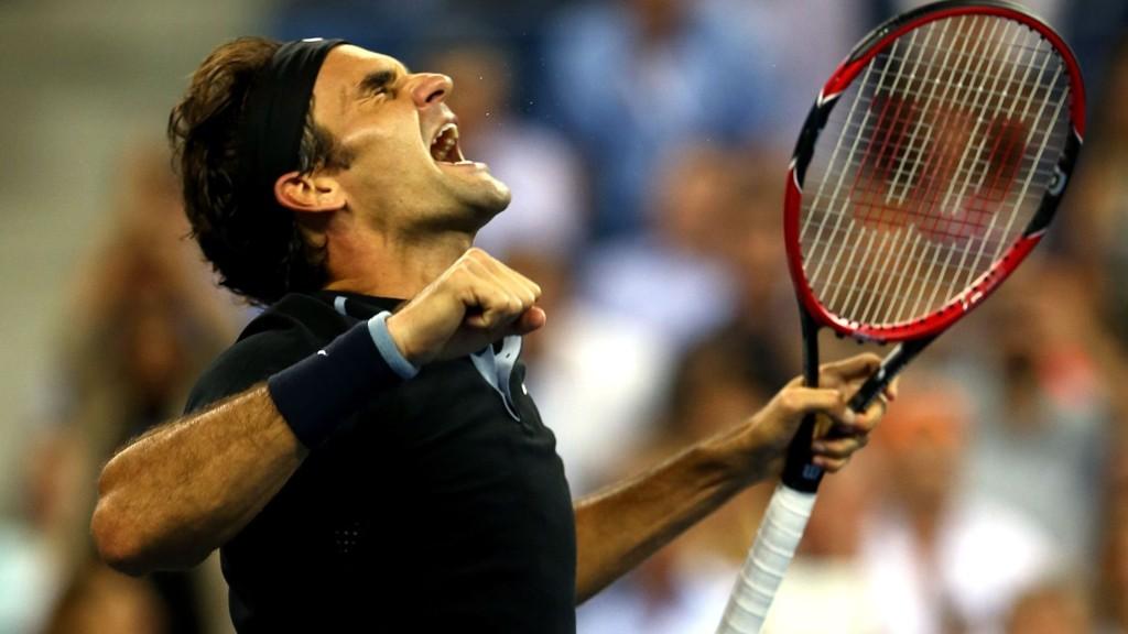 Roger Federer var ille ute i kvartfinalen mot Gael Monfils i US Open, men snudde matchen etter å ha reddet to matchballer.