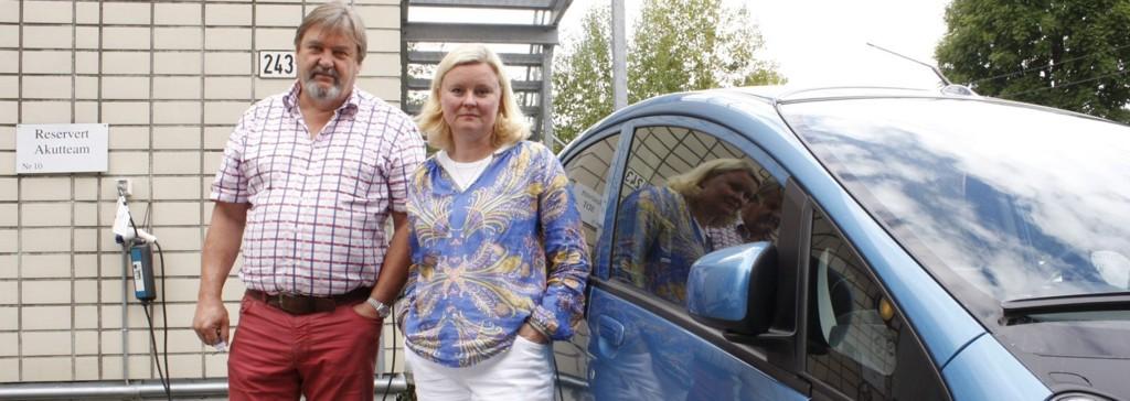 KRITISKE: Leder for Nordstrand bydelsutvalg Arve Edvardsen (H) og leder for Nordstrand Høyre, Pia Farstad von Hall, mener man glemmer de svakeste når man i enkelte bydeler har strammet inn på bistand til matvarehandel til syke eldre. – Ikke alle klarer å handle på nett. Det er dessuten dyrt, sier høyrepolitikerne. Foto: Kristin Trosvik