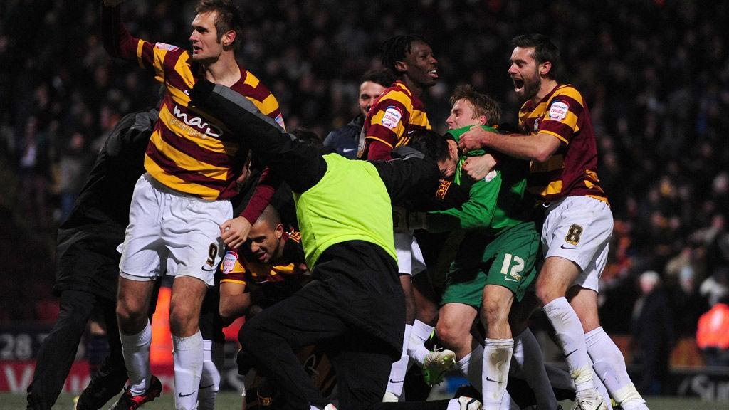 Jubel hos Bradford-spillere etter en cuptriumf i januar 2013.