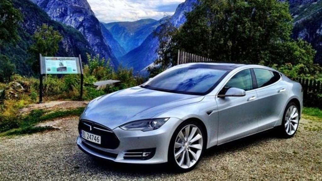 TESLA: Bileieren ble lykkelig gjenforent med sin Tesla etter bare 20 minutter. I bilen lå tyven og sov. Dette bildet er ment som en illusatrasjon.