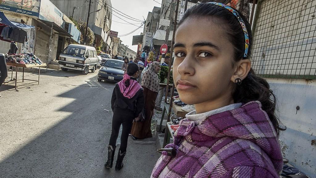 Etter ti år i Norge ble Neda og familien tvangsreturnert til Jordan og grensebyen Irbid, nær krigen i Syria.