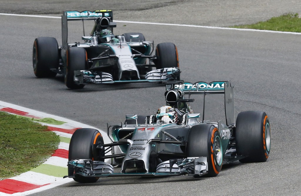 NY DUELL: Lewis Hamilton starter i pole position foran Niko Rosberg søndag.