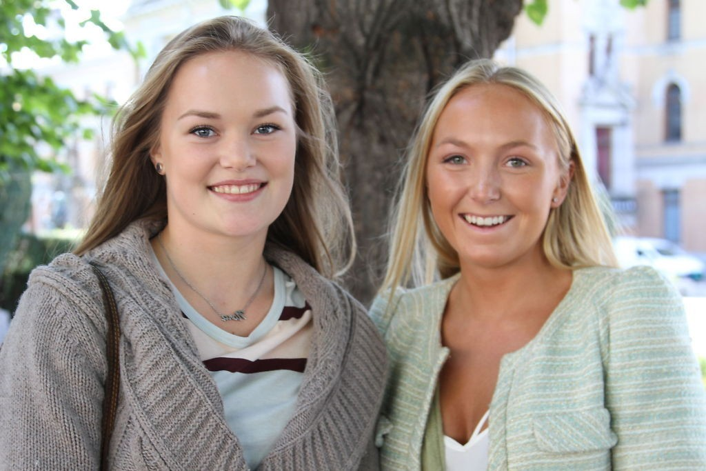 Nora Andreassen (18) og Johanne Olsen (17) bor på Frogner, og holder seg helst vest i byen. – Vi trenger ikke å dra til Grønland, påpeker de.