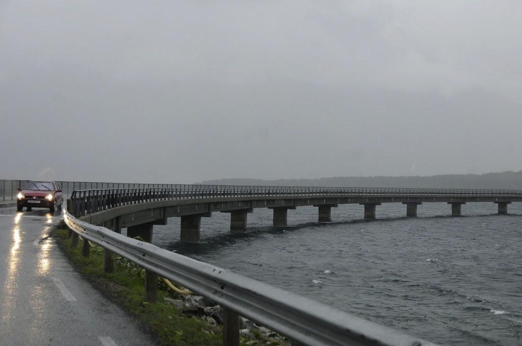Den laveste delen av Engeløybrua er utsatt for sjøvann og må rives om noen år til tross for at den har gjennomgått rehabilitering for noen år siden.
